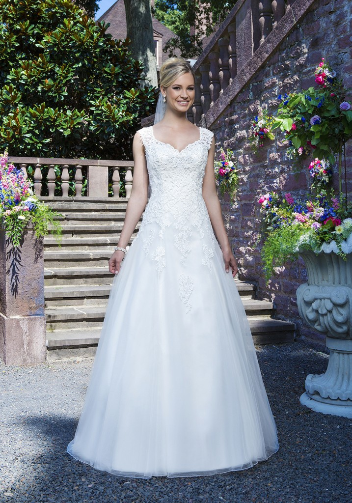 Plus size wedding dresses swindon bridal boutique swindon for Plus size wedding dress designers